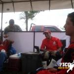 Jose Pablo Chaves y Esteban Castillo en el toldo, al fondo del Valle gorreando al padre de Castillo!!!