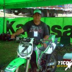 Adrián Aguero Padre en la moto de su hijo
